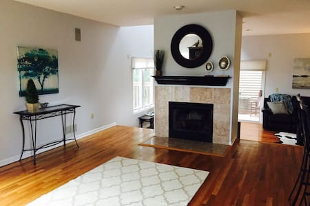 2 bedroom suite with Jack-Jill bath - West Orange