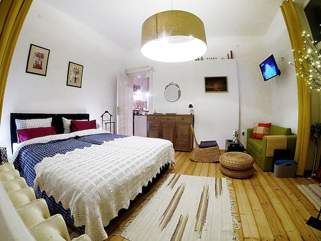 Radi's Trendy&Cozy NEW 2 BDRM apartment,Top Center