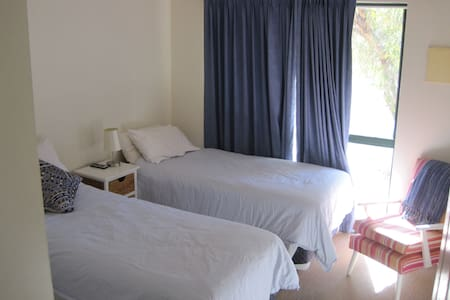 Light and airy room close to town - The Gap - 公寓