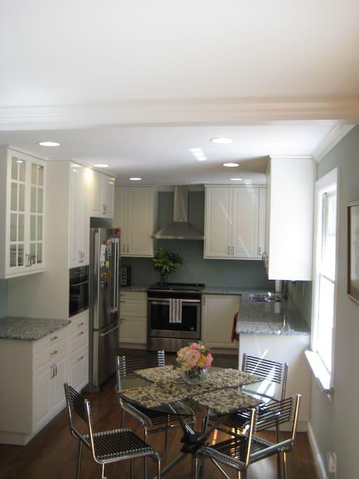 Updated Kitchen, Granite Counters, Dishwasher, Disposal