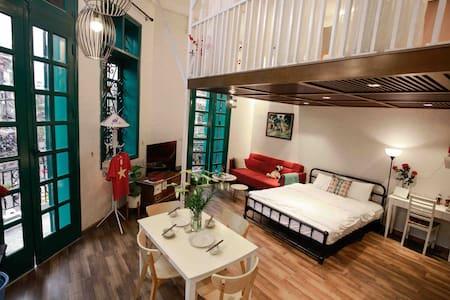 Balcony Loft Studio, center of Hanoi Old Quarter