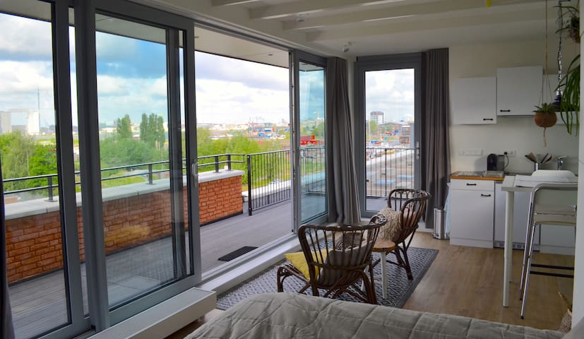 Rooftop Apartment with Stunning View on the City!