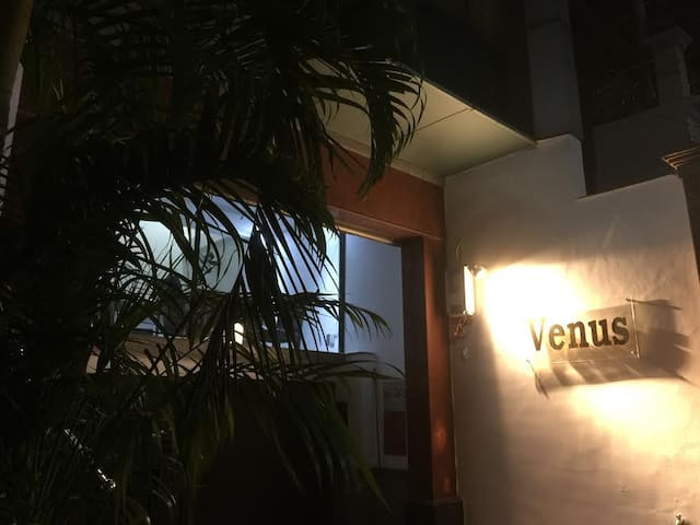 VENUS HOTEL - ONE DOUBLE BED FOR 2 PEOPLE - Ho Chi Minh City
