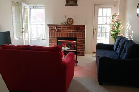 Cozy private room near all amenities - Brampton