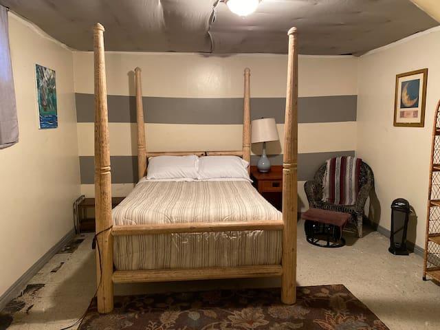 Furnished room in basement