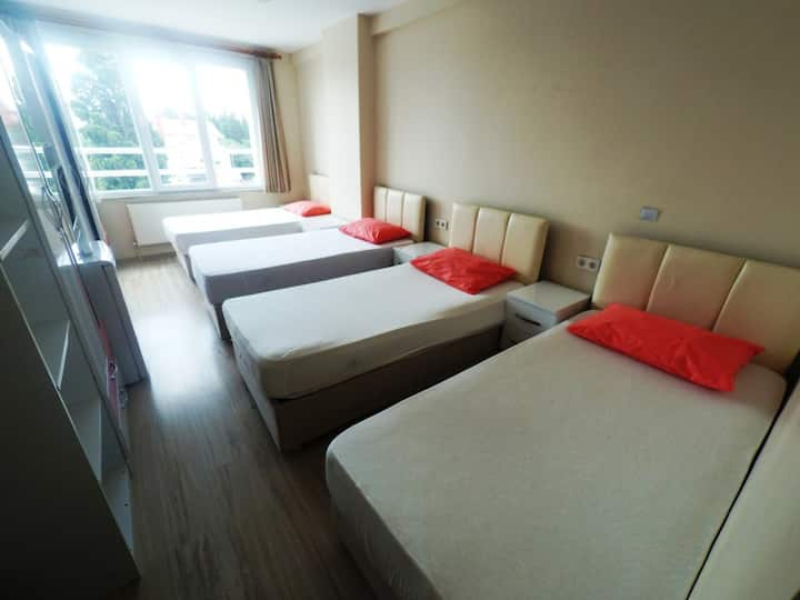 ONLY LADIES!!! 1 Bed at Quadriple Room w/bathroom
