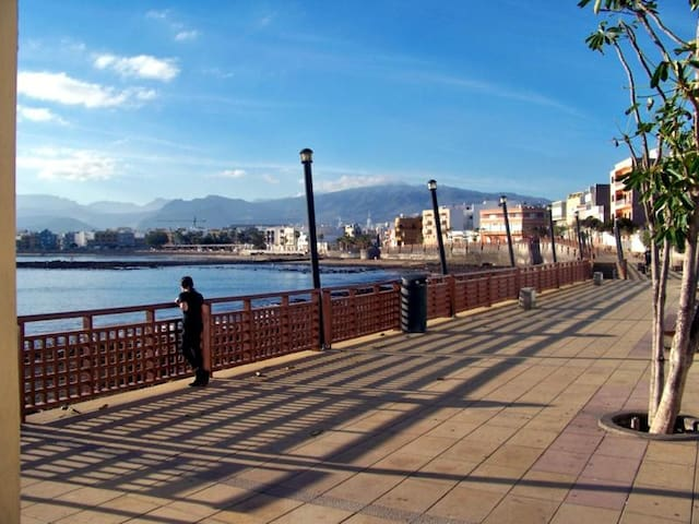Big apartment with terrace on the beach Wifi-free - Arinaga - Flat