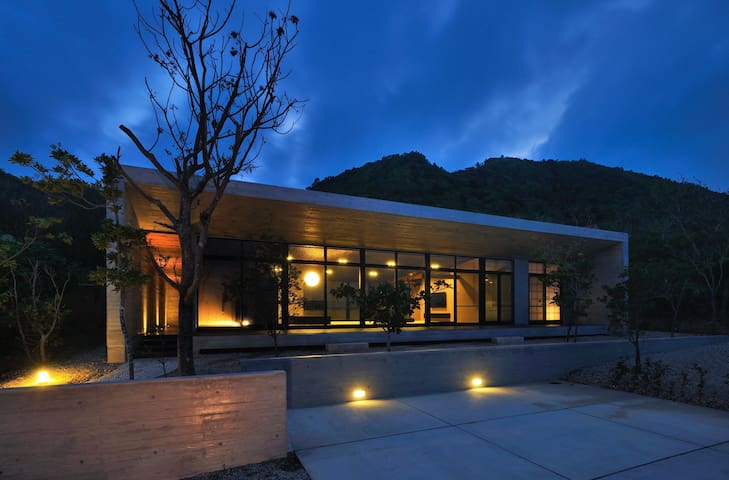 グッドデザイン賞受賞、オーシャンビューの和モダン一軒家、駐車場(2台)付き