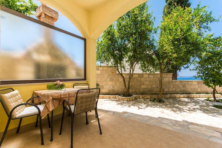 Cozy studio apartment in Cavtat with  terrace