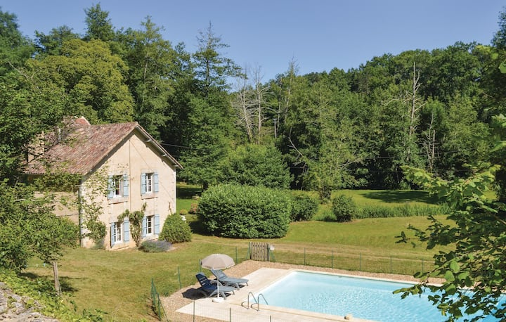 Nice home in Mouleydier with WiFi and 3 Bedrooms