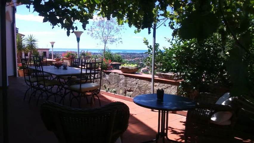 Charming house with beautiful view to the ocean. - Carrara