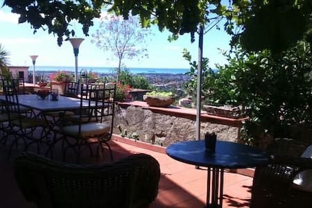 Charming house with beautiful view to the ocean. - Carrara - Villa