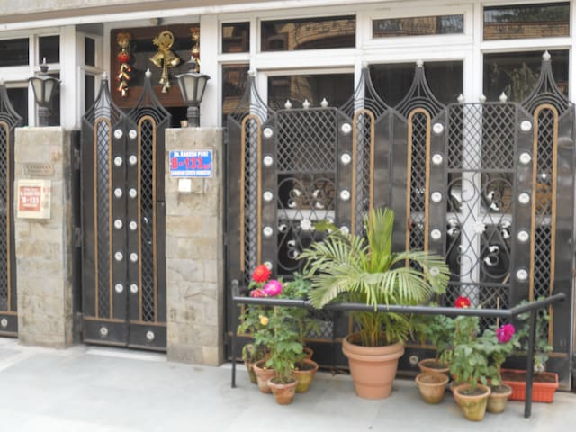 APARTMENT/ ROOM RENTALS @Malviya Nagar SOUTH DELHI