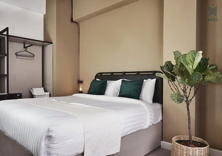 THE WOOD HOTEL (Superior King Bed)
