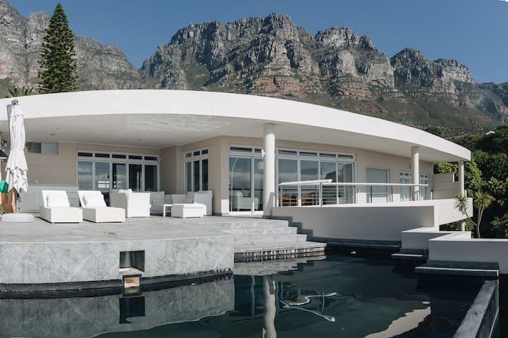 Villa Ravensteyn - Camps Bay Modern Holiday Home