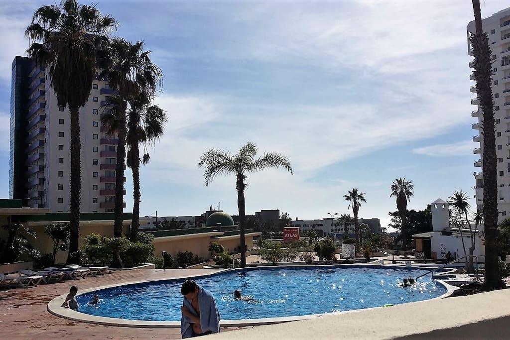 Dos piscinas, con Bar Piscina y vistas al mar!