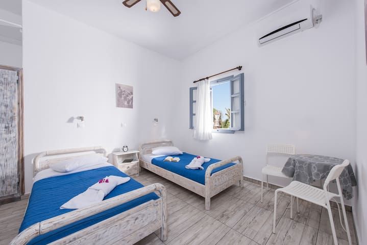 TWIN STUDIO IN OIA WITH SEA VIEW!!!