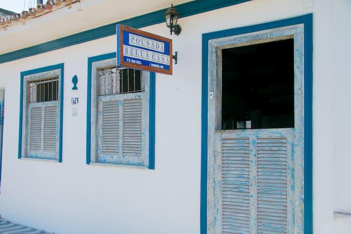 Quarto Duplo localizado no Centro de Porto Seguro