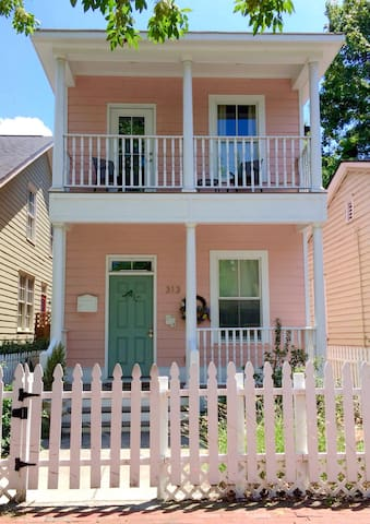 Little Pink in Victorian District - Savannah - Byhus