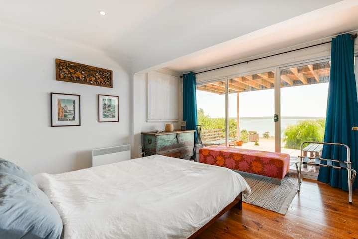 Enjoy sea views and sunset from the main bedroom that looks directly over Westernport Bay and French Island.