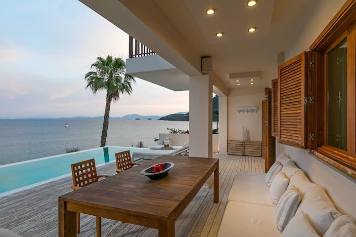 Villa Atokos. 5 bedroom beachfront villa with private pool
