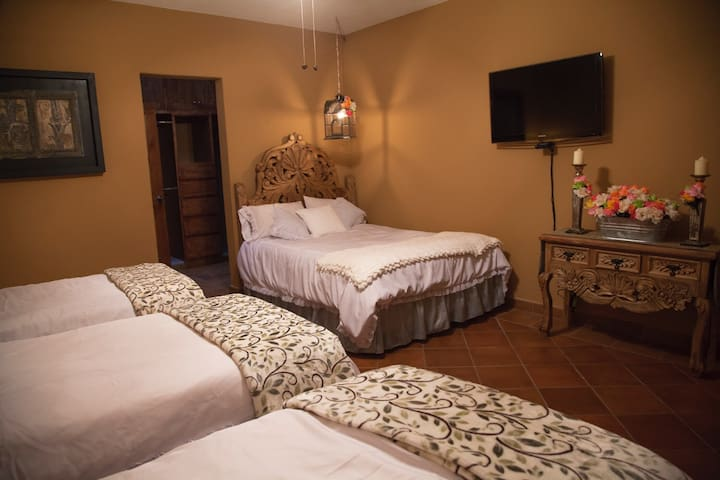 Room 3 at Tadeo Inn Bed & Breakfast