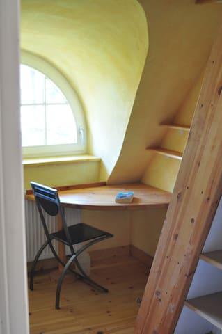 Schlafplätze 3 und 4 sind Zimmern verteilt über 2 Stockwerke /// bedrooms 3 and 4 both have space on two floors /// slaapplekken 3 en 4 hebben een ruimte beneden op de 1e verdieping en tevens een ruimte boven op de 2e verdieping