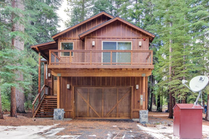 Deluxe West Shore home w/beautiful deck - half-mile to beach & 10 min. to skiing