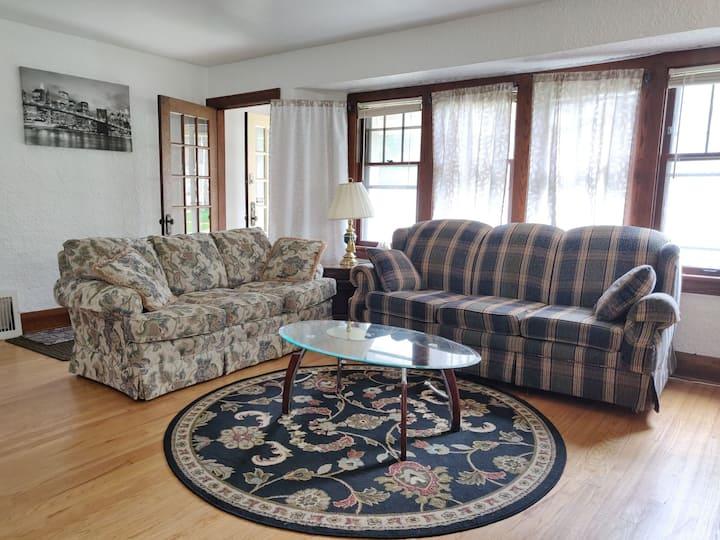 Charming Shorewood Home close to Lake Michigan!