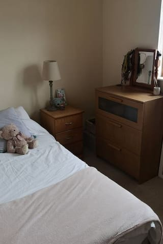 Comfortable private single room in great location