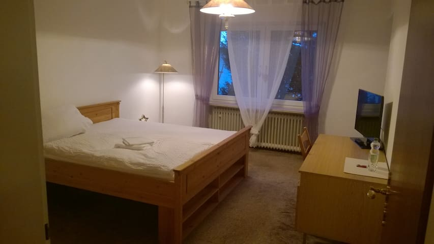 Large room (16,5 qm) with balcony, close to Munich