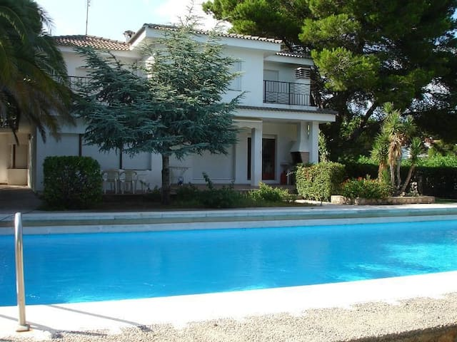 Villa Yate With Private Swimming Pool