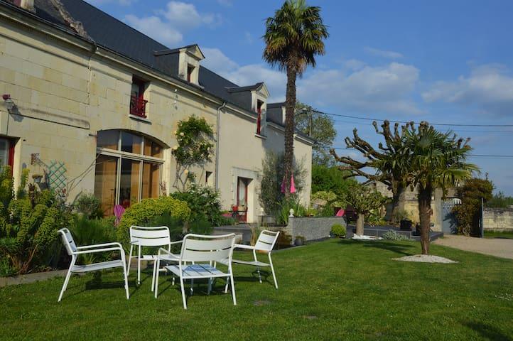 la chambre bleue - Savigny-en-Véron - Bed & Breakfast