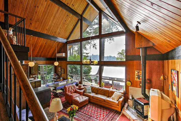 NEW! Waterfront 3BR Gig Harbor Cabin w/ Views!