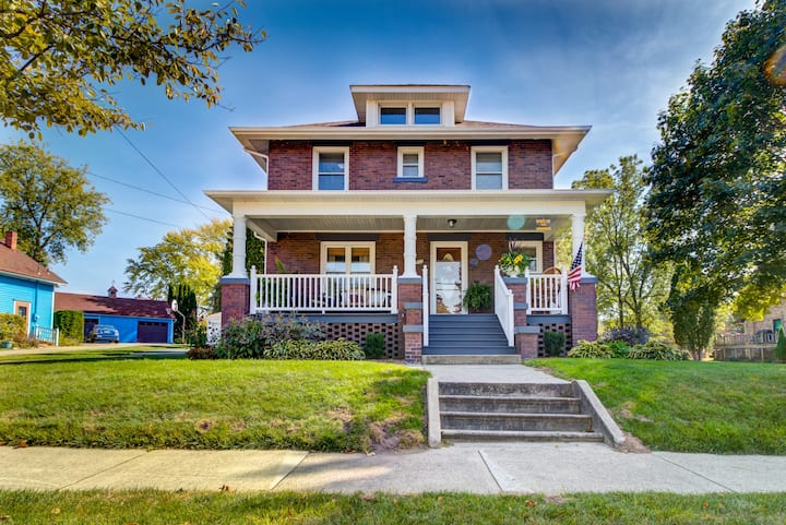 Beautiful Historic Home In Downtown Frankenmuth