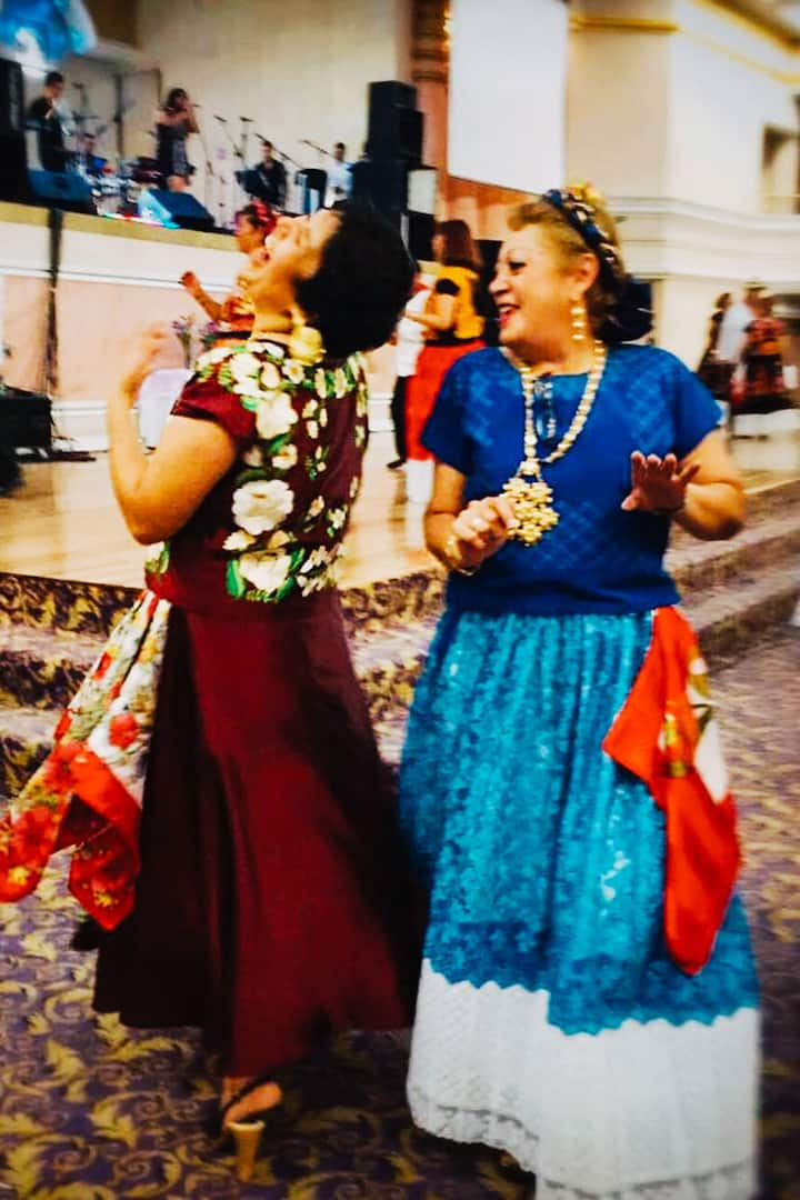 Dance, live and share mexican traditions