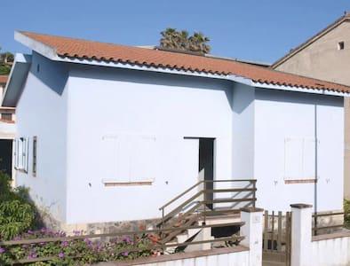 Casa con giardino 50 m da spiaggia - S'Archittu