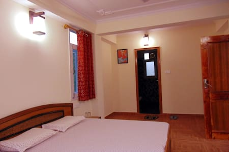 Aamantran Stays- Valley view rooms 2 - Shoghi - Bed & Breakfast
