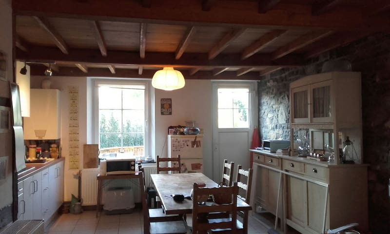 Little room to rent - Houyet - House