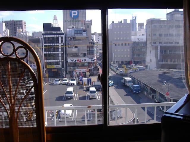 ネルダケ本町 JR岡山駅から(200m 4分 低価格 素泊等に プレハブ小屋