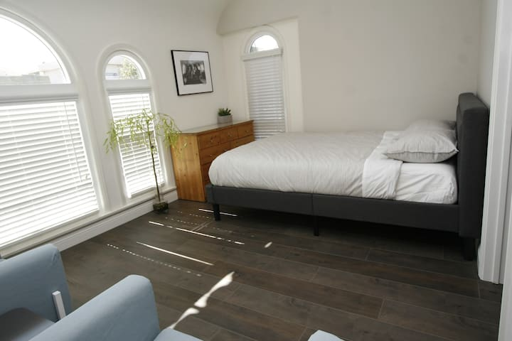 Los Angeles - REMODELED Private Room AND Bathroom!