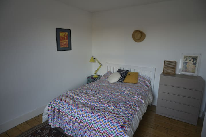 Bright Double Room in New Town