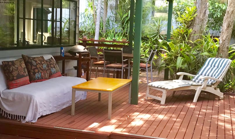 Treetops Rainforest 2bed Villa, close to town