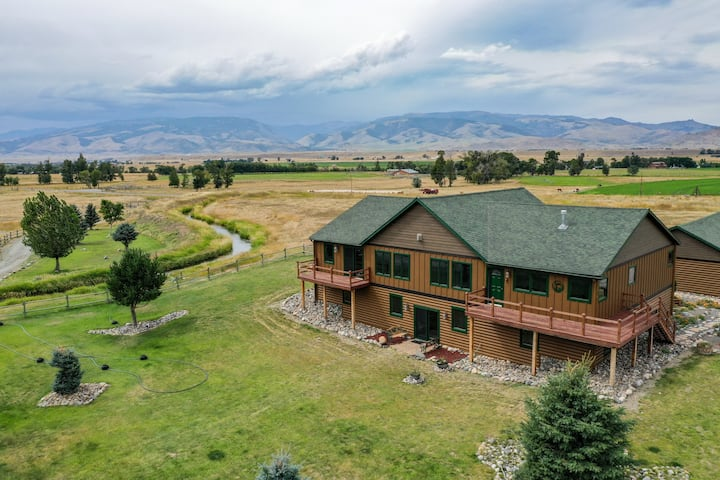 Whoa there partner, you've found the most memorable vacation rental in SW MT!| 4 Bedroom, 3.5 Bathroom