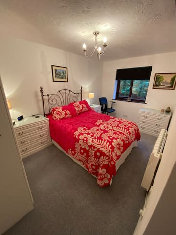 Relax on a comfortable bed and watch a bit of Tv, with Netflix, or just switch off for a quiet time to relax, There is plenty of places to unpack, for the convenience of those longer stays.