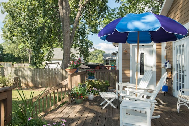 Charming bungalow Bed, private bath &  full home - Charlotte - Casa