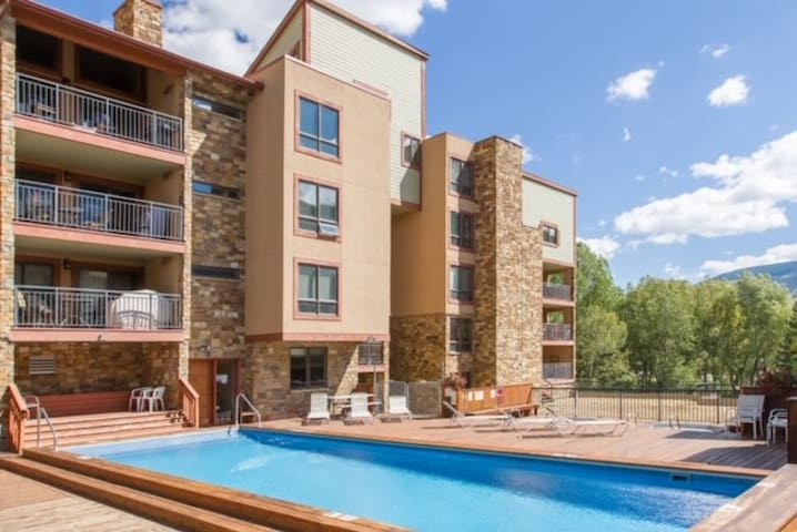 Beautiful Vail Condo, Great Location Pool Hot Tubs