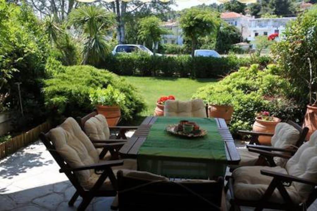 Garden_table_view