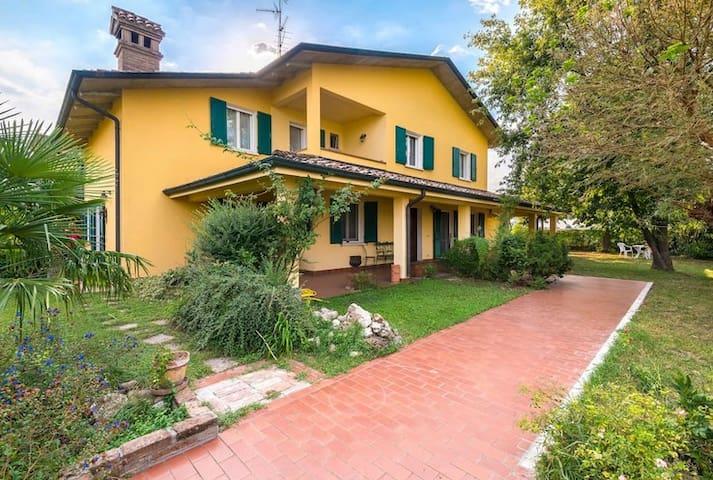 VillaSiria per vacanze, soste, lavoro - Villarotta - Casa de camp