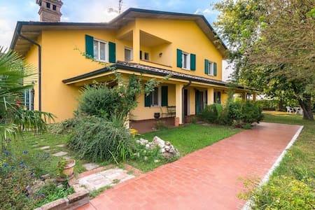 VillaSiria per vacanze, soste, lavoro - Villarotta - วิลล่า
